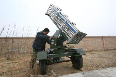 北京冬季オリンピック会場になる予定の延慶。2009年2月撮影。110日間雨が降らなかったため、降雨のためのミサイル発射準備風景 (China Photos/Getty Images)
