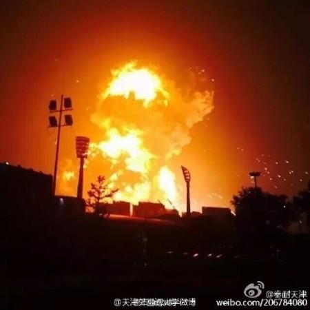 天津市の埠頭で大規模な爆発事故発生 (ネット写真)