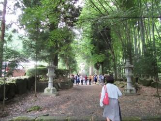 国造神社から出発する宇奈利 カメラマンの方が多かったです
