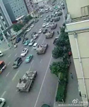 8月21日、延辺朝鮮族自治州を通過する戦車の列 (ネット写真)