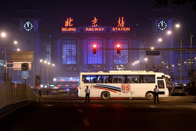 閲兵式に向け警戒中の北京駅前 (WANG ZHAO/AFP/Getty Images)