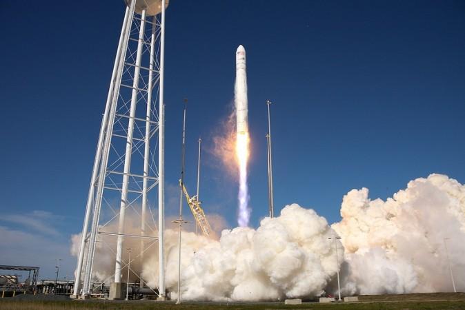 NASAの新型ロケット「アンタレス」は2014年10月28日、打ち上げ直後に爆発 (NASA Goddard Photo and Video)