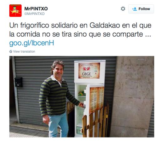 スペインの町中に置かれた仲良し冷蔵庫