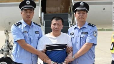 中国に強制送還された楊進軍(中国中央規律検査委員会)