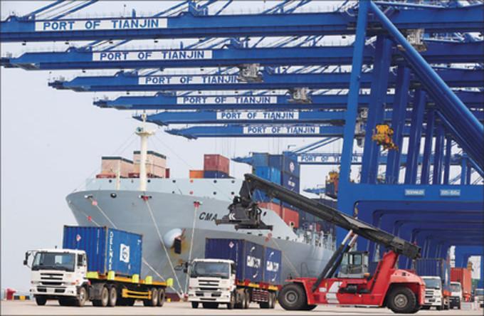 11月8日中国税関総署が発表した10月貿易統計では、輸出は前年同月比6.9%減、輸入も同18.8%減になった(Getty Images)