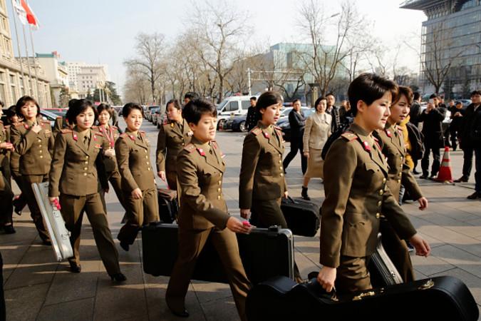 12月11日、北京でリハーサルに向かう牡丹峰(モランボン)楽団(ChinaFotoPress via Getty Images)