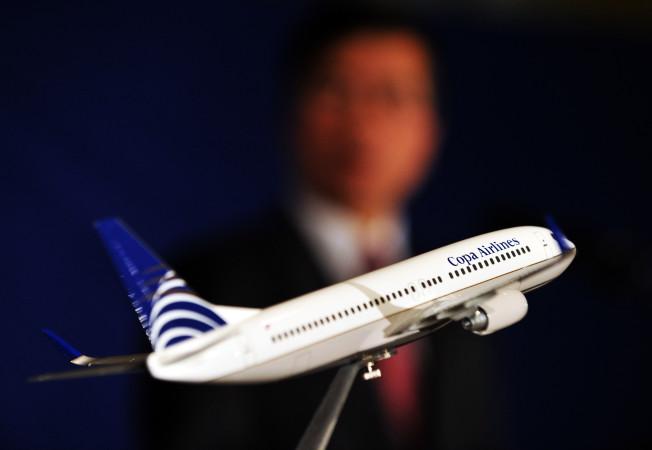 ボーイング737-800型機のミニチュア。航空会社名は別会社のもの (JEWEL SAMAD/AFP/Getty Images)