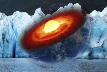 地核図 (Johannes Gerhardus Swanepoel/iStock) 背景:氷河(Leieng/iStock)