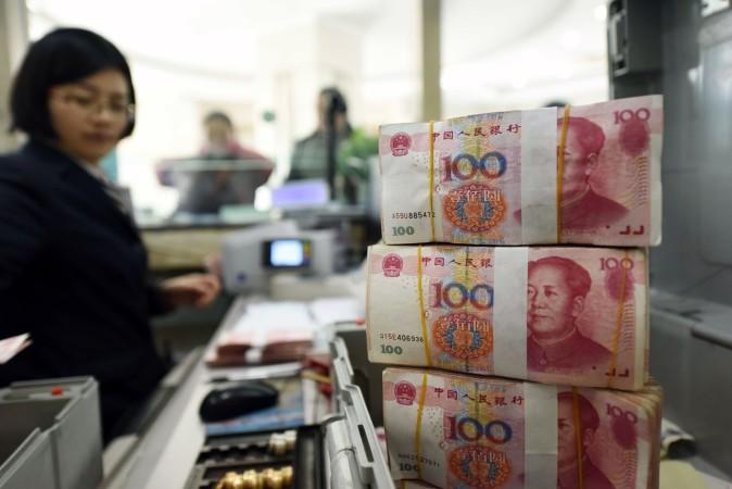 元安が進むなか、中国江蘇州の銀行。1月7日撮影 (STR/AFP/Getty Images)