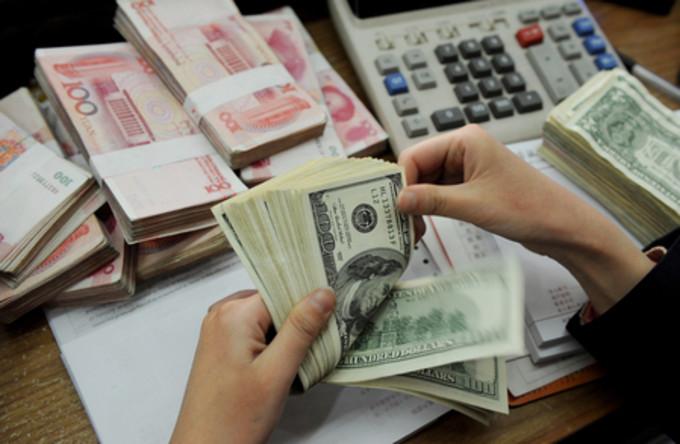 中国人民銀行によると1月末時点の中国外貨準備高は3兆2300億ドルで、前月比995億ドル減少した (AFP/Getty Images)