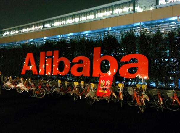 中国アリババ「淘宝網」はハッカー攻撃され、顧客2059万人に影響があった。写真はアリババ社屋前の駐輪所。2014年2月撮影(leighklotz/Flickr)
