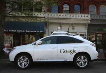 グーグルの自動運転車 Lexus RX450h SUV(Getty Images)