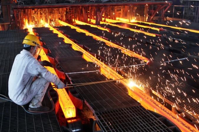 中国人力資源および社会保障部の尹蔚民部長は2月29日に「過剰生産能力削減で、石炭業と鋼鉄業において将来約180万人の従業員が失業になる」と発言した (ChinaFotoPress/ChinaFotoPress via Getty Images)