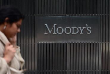 ムーディーズは中国の信用格付けの見通しを「ネガティブ」に引き下げた(EMMANUEL DUNAND/AFP/GettyImages)
