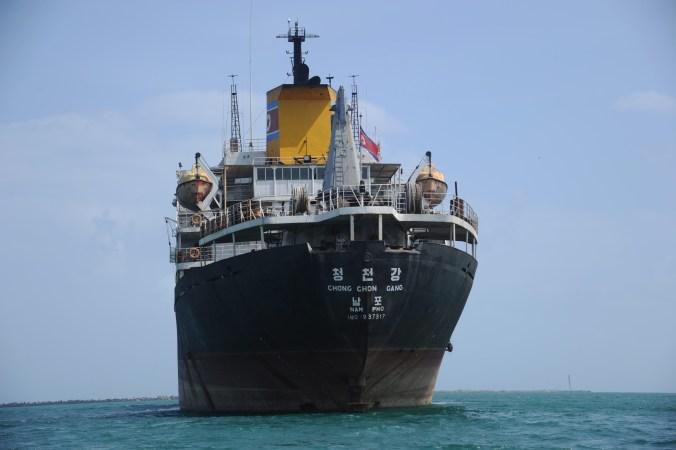 北朝鮮の貨物船。本記事とは無関係 (RODRIGO ARANGUA/AFP/Getty Images)