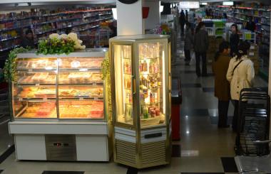 北朝鮮ピョンヤンのマーケット(PEDRO UGARTE/AFP/Getty Images)