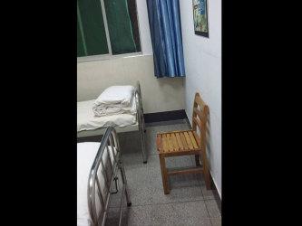 民主主義をひろめたため精神病院に強制入院させれた武漢の大学生。写真は病院内部の様子(同大学生が新唐人テレビに提供)