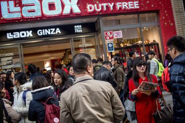 旧正月に日本を訪れる中国人観光客(Chris McGrath/Getty Images)