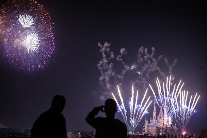 上海ディズニー、3月28日の花火のテスト (VCG/Getty Images)