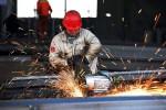 低迷する中国経済 (STR/AFP/Getty Images)