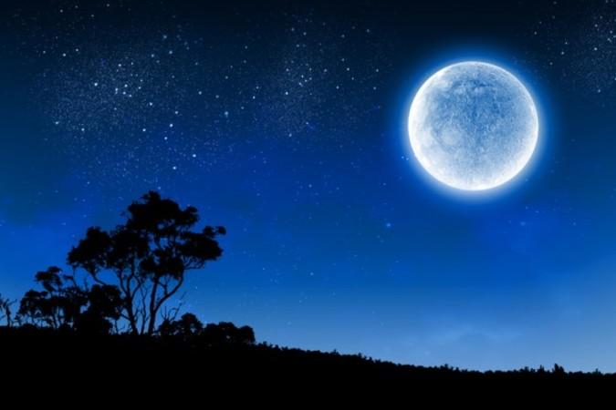 今週末は、天文ファンにとっては見逃せない天体イベントが2つ重なっている。21日夜には珍しい「ブルームーン」が見られる(fotolia)