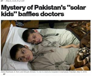 5月6日、イスラマバードの病院で横たわる「太陽兄弟」(スクリーンショット)