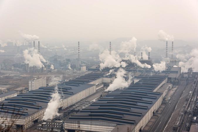 河北省唐山市の中国最大級の製鉄所 (Getty Images)