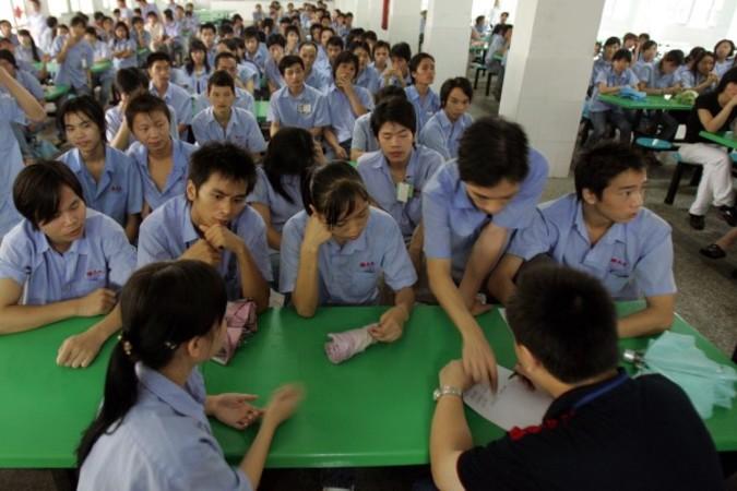 2007年9月、ストライキ中の中国深セン某工場の労働者 (Getty Images)