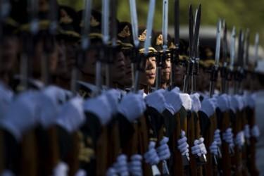 習近平国家主席は軍の実権掌握後、江沢民派包囲網を縮小させている。写真は中国共産党軍の側儀仗隊(FRED DUFOUR/AFP/Getty Images)