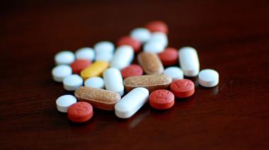 中国の製薬業界では、製造技術と医薬管理システムの問題や利益を追求する風潮のため、薬品の品質が極めて低いし、偽薬品も横行している。だが医薬品の海外「代購」は中国の法律で禁じられているため、安全な薬を求める中国人患者がインドで直接医薬品を購入するケースが増えてきた。それに伴って、患者の渡航を仲介する会社も続々と設立されている。(ネット写真)