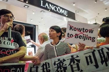 世界大手化粧品ブランド・ランコム(LANCÔME)は、民主運動を支持する香港の女性歌手、何韵詩さんが参加するイベントを中止した。中国政府からの政治的な圧力をかけられたとみられる。(Anthony Kwan/Getty Images)