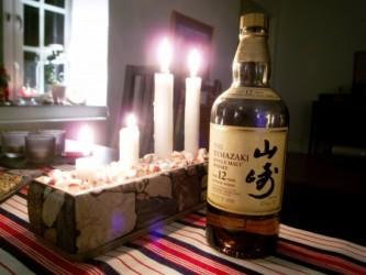 近頃、訪日中国人旅行者の間では日本のエイジングウイスキーの人気が高まっている。写真はサントリーのシングルモルトウィスキー山崎(by Jon Åslund, Flickr)