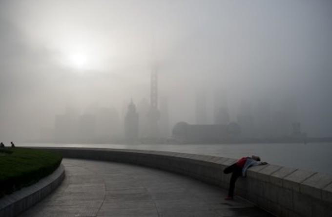 上海派閥の汚職問題は年内に解決するのか。写真は霧中の上海(ネット写真)
