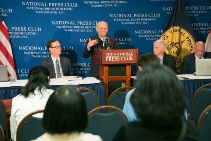 米ワシントンのナショナル・プレス・クラブで6月、中国の臓器強制的出問題についての最新報告書発表記者会見で発言するデービッド・マタス氏(李莎/大紀元)