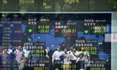 英国のEU離脱が世界を駆け抜ける。6月27日東京で撮影(KAZUHIRO NOGI/AFP/Getty Images)