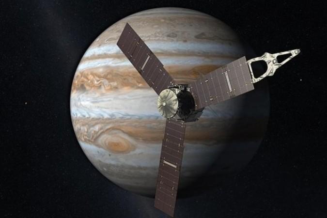 NASAの木星探査機ジュノー(wikipedia)