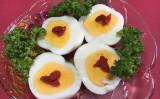 100均グッズでかわいいゆで卵(撮影・こずえ)