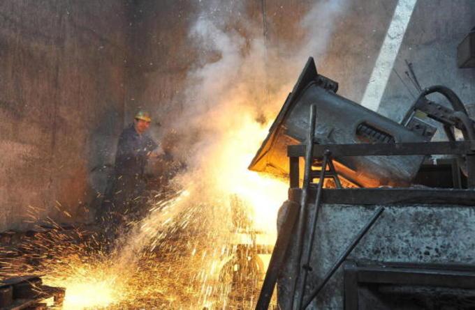 武漢のスチール工場(STR/AFP/Getty Images)
