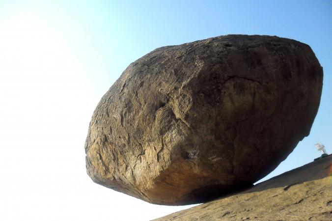 クリシュナのバターボール。これまでにこの巨大な石を動かせた者はいない(Viswa2625/CC BY-SA)