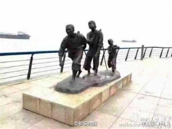 安徽省蕪湖市の蕪湖浜江公園にある「一家三人」という彫刻(ネット写真)