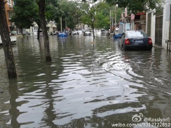 7月18日中国北部が豪雨が見舞われ、75人が死亡・行方不明となった。20日北京市では過去最高降雨量を観測した。冠水した北京市内の様子(ネット写真)