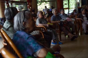 35年間実行された一人っ子政策のため、事故や病気で唯一の子供を失い身寄りのいない高齢者、いわゆる「失独老人」は今数百万人に達している。(GREG BAKER/AFP/Getty Images)