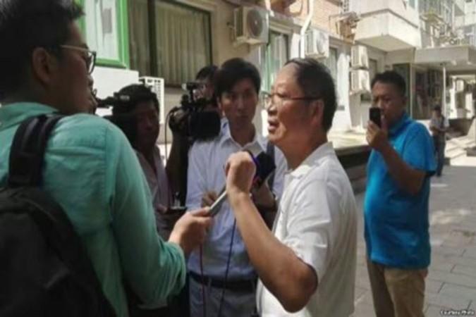 取材を受ける炎黄春秋出版社の胡德華副社長(ネット写真)