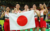 3大会ぶりの金メダル獲得に歓喜する日本体操男子代表選手たち(GettyImages)