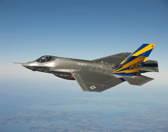 米空軍トップは、中国軍の最新ステルス戦闘機「殲20(J-20)」を、30年前の米国ステルス戦闘機程度の能力とみなしている。写真は米空軍の第五世代ステルス戦闘機「F-35」(U.S. Navy photo courtesy Lockheed Martin/Getty Images)
