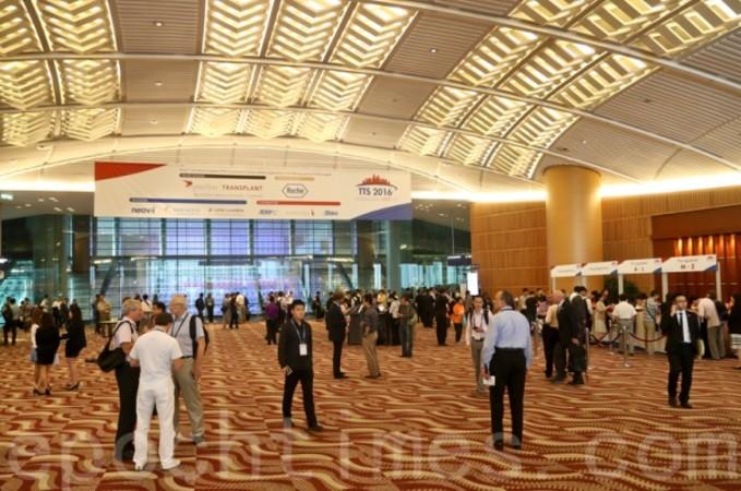 第26回国際移植大会が行われた香港会議展覧センターの内部(大紀元)