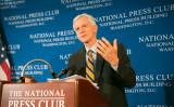 2016年6月、ナショナルプレスクラブで臓器狩り新報告書を伝えるデービッド・キルガー元カナダ政府高官(大紀元)
