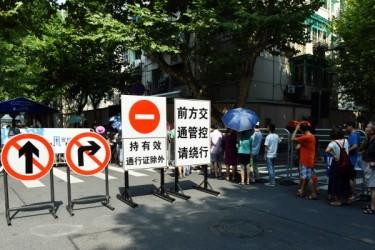 日中両国は最近、高官が会談しており、緊迫した関係を改善する動きに出た。写真は8月、G20を控え交通規制が敷かれる杭州。(STR/AFP/Getty Images)