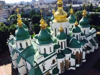 キエフの最古の教会、聖ソフィア大聖堂。東方正教会は玉ねぎ頭の屋根が特徴的です(田中美久 撮影)
