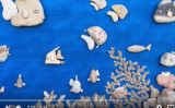 イタリアの芸術家ステファノ・ファラニさんはビーチで拾った石を使って色々な絵画を製作しました(YouTubeスクリーンショット)